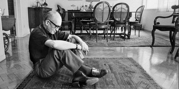 Carlos Drummond foi modernista em algumas poesias