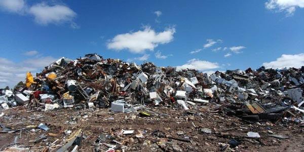poluição do solo representada por lixão a céu aberto é um dos principais problemas ambientais do Brasil