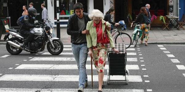ética x moral ajudando idoso