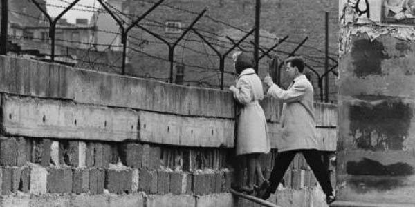 muro-de-berlim Exercícios sobre Guerra Fria