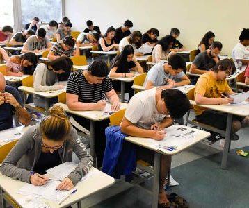 Como-é-uma-prova-de-vestibular-e-quais-os-alunos-que-as-realizam