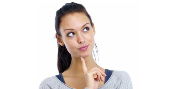 Mulher-pensando-sobre-como-fazer-uma-resenha-descritiva