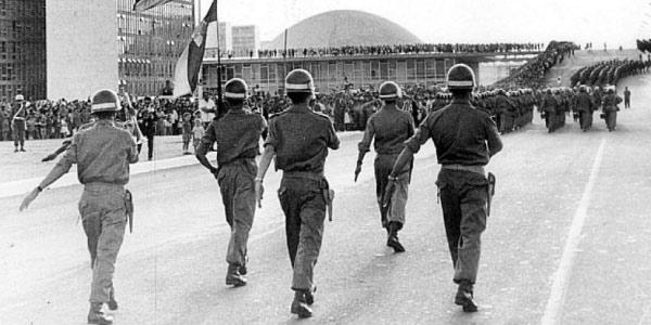 Tropas marchando contra João Goulart