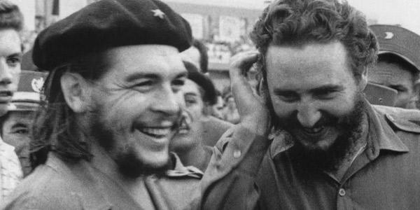 Fidel-Castro-e-Ernesto-Che-Guevara-juntos-sorrindo
