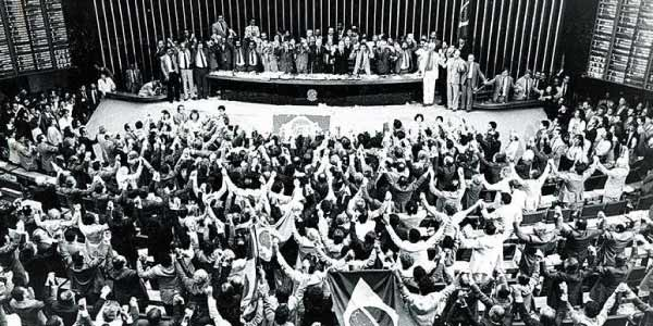 assembleia-constituinte-no-brasil-pos-ditadura-e-para-formar-a-cosntituiçao-de-88
