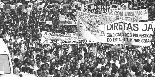 foto-de-manifestaçao-do-movimento-diretas-ja-pelo-voto-direto-no-brasil-apos-a-ditadura